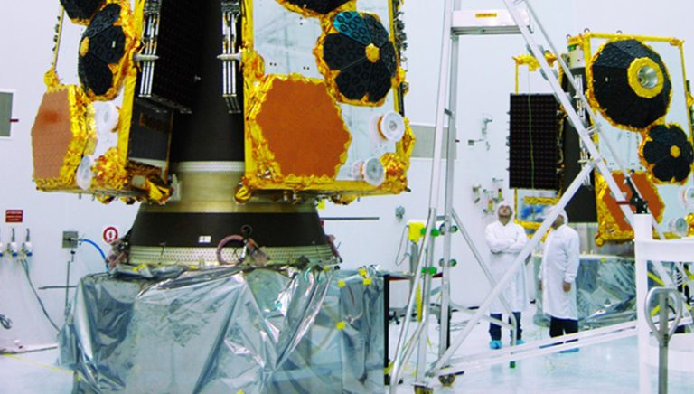our-technology-satellite-lab-globalstar (1)